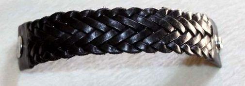 Bracelet noir artisanal en cuir tressé 5222-SAX-382