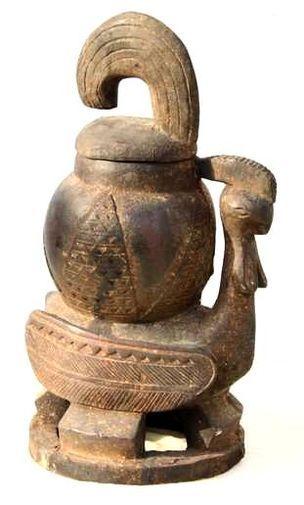 Ancien pot à tabac Baoulé, en bois