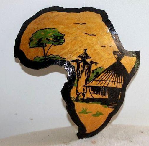 Carte afrique. Peinture sur  en calebasse découpée  6572-S6V-1810
