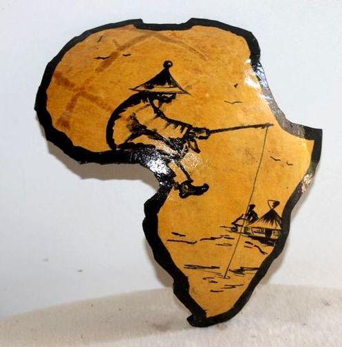 Carte afrique. Peinture sur  en calebasse découpée  6573-S6V-1810
