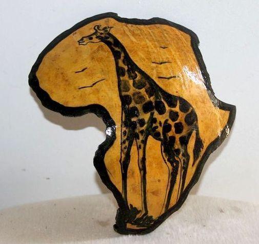 Carte afrique. Peinture sur  en calebasse découpée  6574-S6V-1810