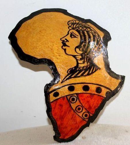 Carte afrique. Peinture sur  en calebasse découpée  6579-S6V-1810