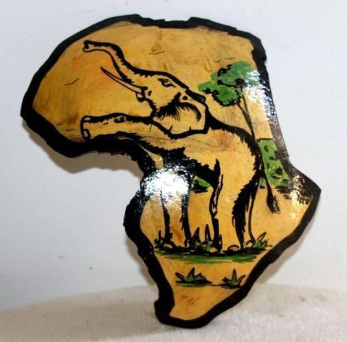 Carte afrique. Peinture sur  en calebasse découpée  6581-S6V-1810